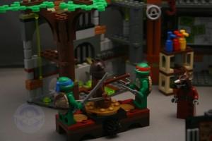 Lego TMNT Lair Kastors Korner04
