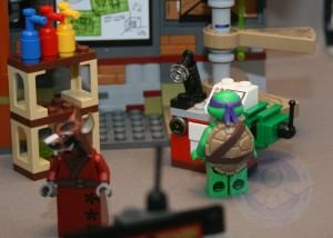 Lego TMNT Lair Kastors Korner15