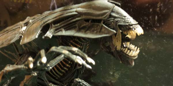 alien-queen-feat