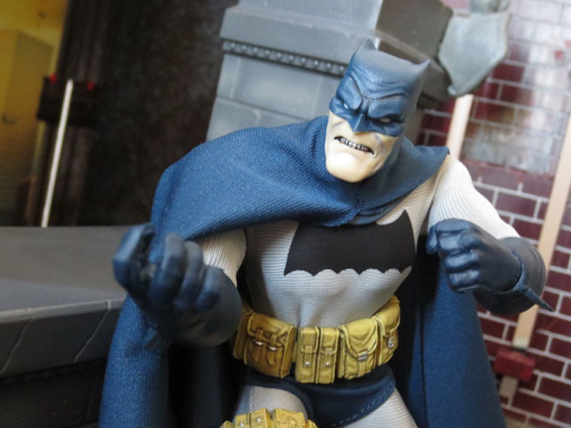 One12 Batman Mezco 014