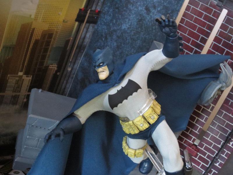 One12 Batman Mezco 031