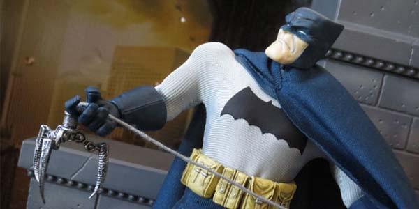 One12-Batman-Mezco-feat