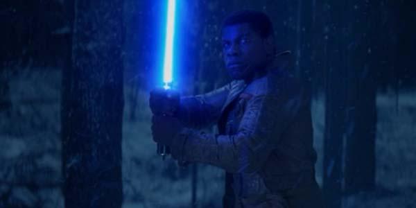 force-awakens-finn-lightsab