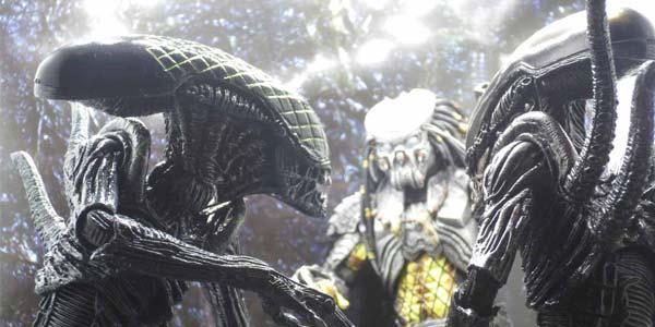 NECA-AvP-Aliens-feat