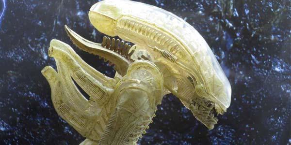NECA-Proto-Alien-feat